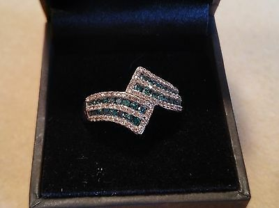 BLUE & WHITE DIAMOND crossoverl RING size 9. 9K white gold (4.31 g) TGW 1 cts