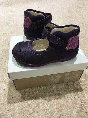 BNWT Clarks Shoes - Size 4 1/2 G