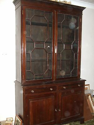 antique Mahoghany Victorian bookcase/cupboard