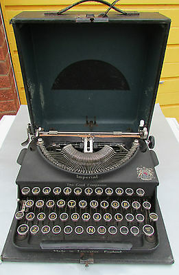 Vintage cased Imperial Typewriter The Good Companion Portable
