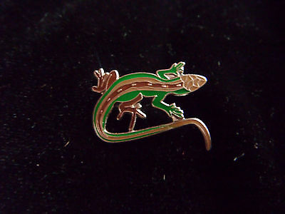 Sweet little enamelled lizard brooch