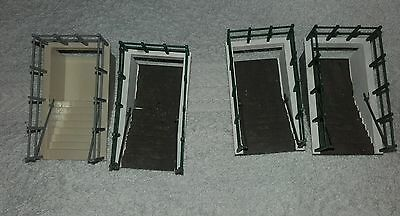 Model Railway Accessories 00 gauge 2 Pear of Subway Entrance / Exist Stairwell