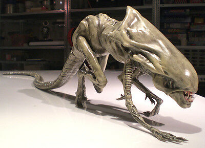 """Aliens Queen Chestburster finished Movie Replica 1/1 Lifesize Scale 40"""""""