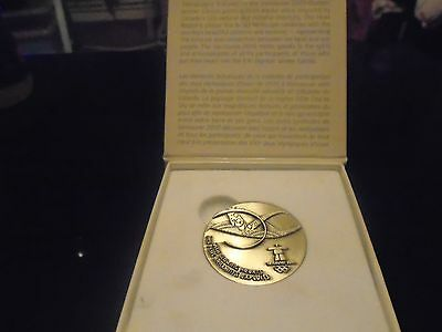 participation medal  Winter olympics VANCOUVER 2010 in presentation  box   RARE