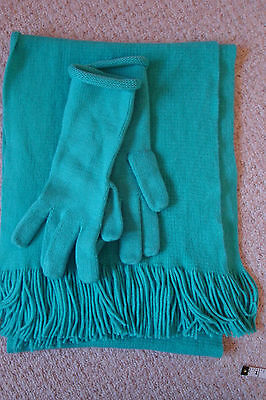 VGC M&S Ladies matching soft acrylic scarf & gloves one size