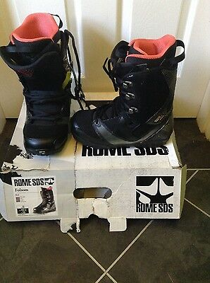 womens black snowboarding boots size 40.5