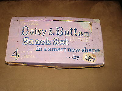 Vintage Indiana Glass Daisy & Button Snack Set In Original Box