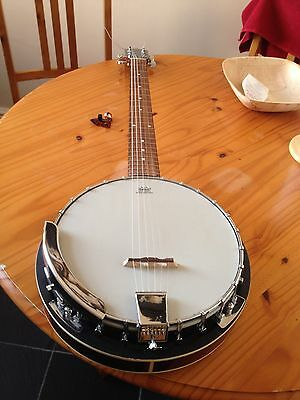Banjo 6 string with soft case