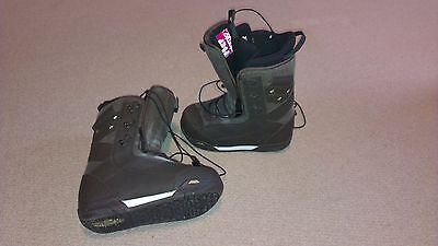 Snowboard boots - womens size 6