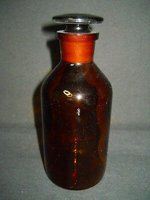 Wheaton Amber Glass 250mL / 8oz Apothecary Reagent Bottle with Ground Stopper