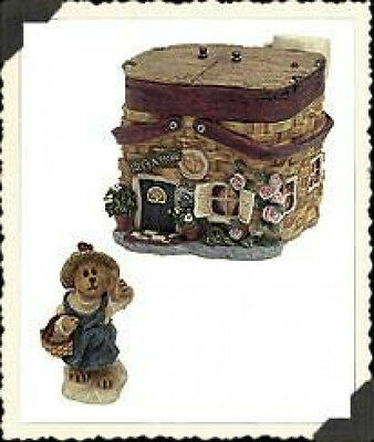"""Boyds Route 33 1/3 Village """"Molly's Picnic Palace""""  Style #19910- NIB- Retired"""