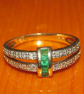 BEAUTIFUL SECONDHAND 9ct GOLD  EMERALD  AND 0.14ct DIAMOND  RING SIZE P