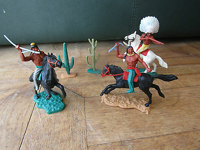 Vintage plastic TIMPO Figures    SWOPPETS   3 RED INDIANS on HORSEBACK, CACTUS