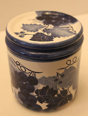 DESIGN PAC BLUE CERAMIC CANISTER JAR with SEAL on LID~GRAPEVINE ~FREE SHIPPING!