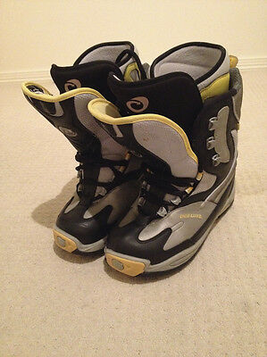 Mens snowboard boots size 10.5 US