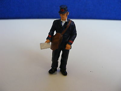 Victorian Postman Holding out Letter - 1:43 O Gauge Painted Metal Model