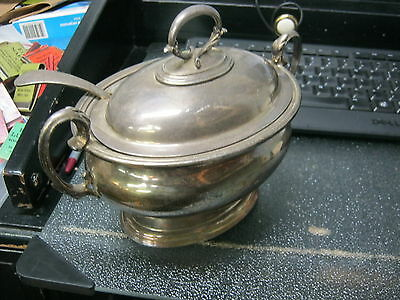 Silver plate Elkington & CO 7116 Hallmark Covered serving dish with spoon