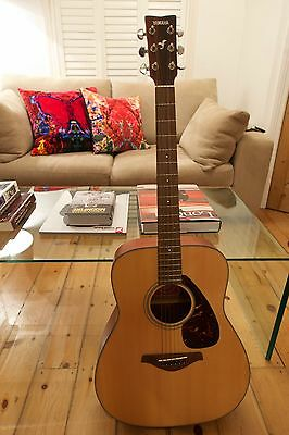 Yamaha FG700 MS Accoustic Guitar with bag and tuner