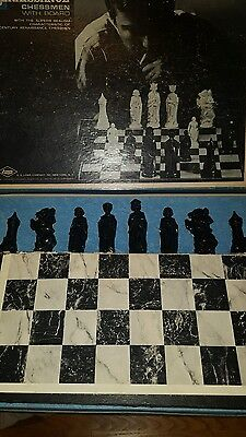 Vintage E.s. Lowe Co. Renaissance Chess Set With Board And 32 Chessmen Look!