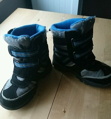 boys size 11 thinsulate walking boots used
