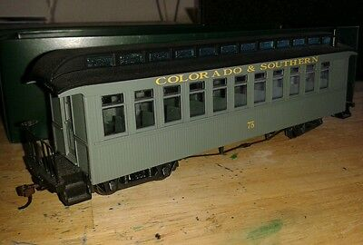 Bachmann On30 coach. Green. With lighting. 'COLORADO & SOUTHERN' lot c