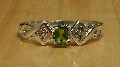 10K White Gold Green Gem And Diamonds Ring Size 7