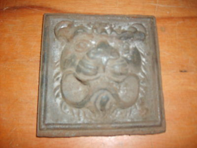 Cast Decorative Lions Head Plaque For Gate Or Wall