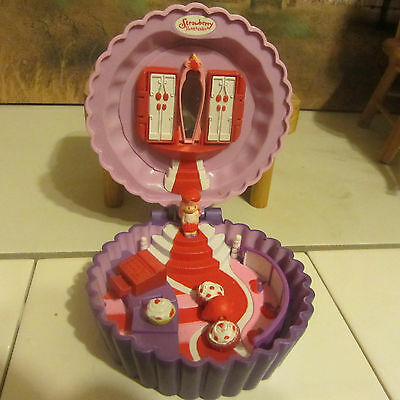 Magnetic Strawberry Short Cake Doll House With Strawberry Short Cake 5 Minipcs