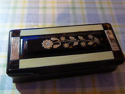 Antique Horn snuff box with an inlaid Gilt Flower ,Silver and Horn lid