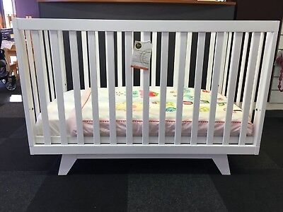 Boston 2-in-1 children's cot/toddler bed in gorgeous New Zealand pine + MATTRESS