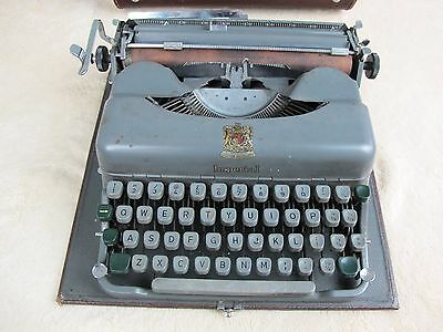 Vintage Imperial Good Companion Portable Typewriter 3. In Case. Classic