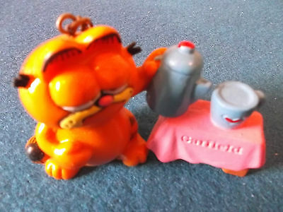 Garfield Keyring - Pouring Tea.
