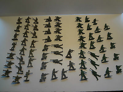 """Toy Lot Plastic Army Men Soldiers 67 Men Small 2"""" green & grey FREE SHIPPING"""