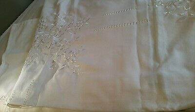 New White lace embroidered table cloth 8 napkins tablecloth