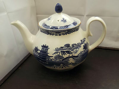 Wade  Ringtons Blue And White Willow Pattern Large Decorative Teapot