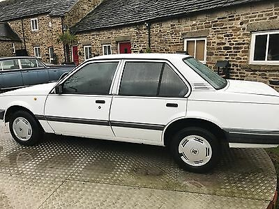 1988 VAUXHALL CAVALIER L WHITE ONLY 66,000 miles( very slight accident damage )