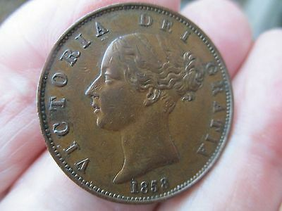 1858 HALFPENNY QUEEN VICTORIA . High grade.