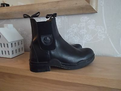 (((((Loveson ladies short riding/yard boot black leather nearly new)))