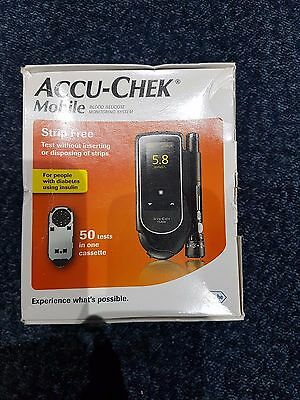 Accu Chek Mobile 50 tests in 1 System EXPR: 2017 - 11
