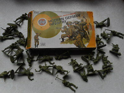 Vintage 1976 Airfix Toy Soldiers 132 1.32 Scale Modern German Army Infantry