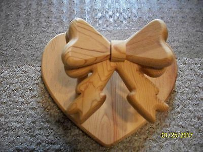 """Handmade Wood Wall Quilt Display Holder Solid WOOD 10-3/4"""" Heart with Bow EUC"""