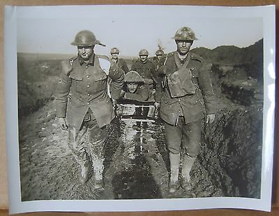 WW1 original press photo stretcher bearers wounded Canadian Western front