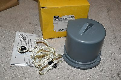 NEW HUBBELL PC60 60-Amp PIN & SLEEVE WATERTIGHT PLUG CAP 60A  ** NEW IN BOX **