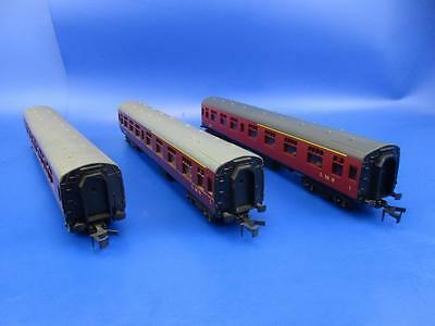 LIMA 7mm FINESCALE O GAUGE RAKE OF THREE LMS 1ST CLASS CORRIDOR COACHES.