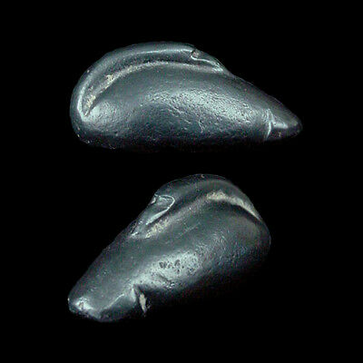 A hematite weight in form of a duck x8521