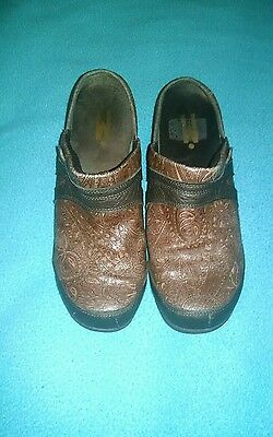 Mozo Zoe Brown Leather Women's Clogs Shoes Size US 7 Style # 3730 .