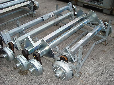 1800 kg SuperRide Axle with Side Mount Brackets - 5 x M16 on 165.1 PCD