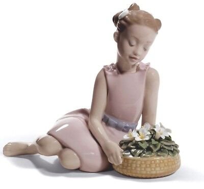 Lladro  girl with flowers 01008573  FLOWER ARRANGEMENT 8573 in original Box