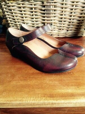 Ladies Taos Leather Shoes Size 7