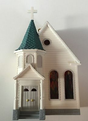 Christmas 1995 Hallmark TOWN CHURCH: Nostalgic Houses & Shops: Ornament
